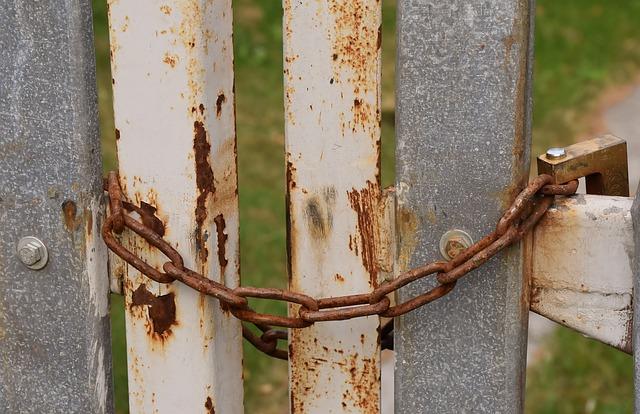 Chain around posts.jpg