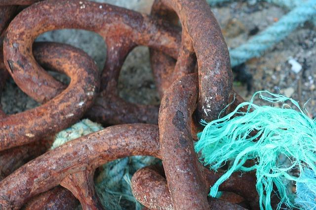 Rusty chain w green nylon rope.jpg