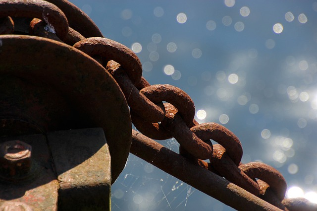 chain rusty w sparkles.jpg