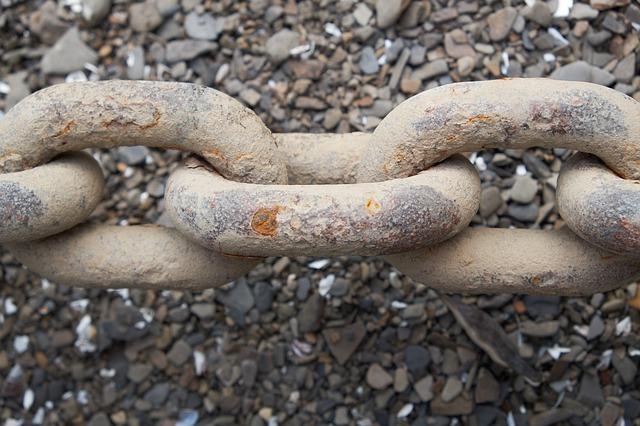 chain white corrosion.jpg