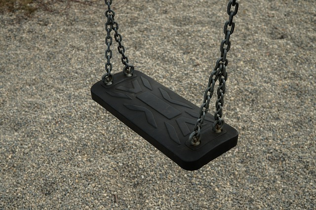 swing w chains